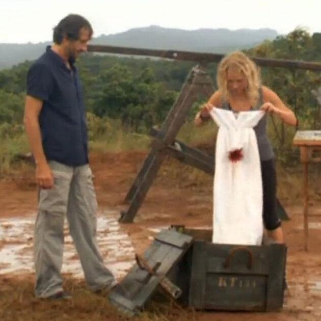 Екатерина проследовала к месту бракосочетания в легком белом сарафане, подаренном по случаю ведущим шоу Глебом Пьяных