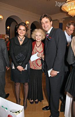 Светлана Немоляева и Александр Лазарев с дочкой