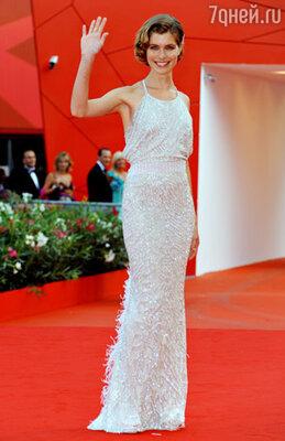 Виттория Пуччини (платье Versace)
