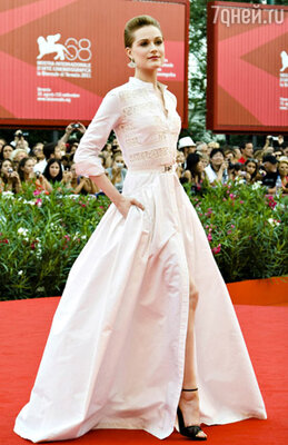 Эван Рэйчел Вуд (платье Alessandra Rich)