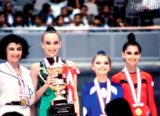 Ирина Винер, Амина Зарипова, Алина Кабаева и Яна Батыршина на соревнованиях в Японии. 1997 г.