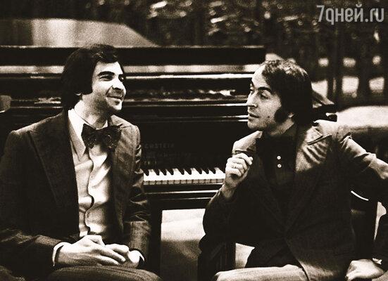 До нашего знакомства Илья успешно выступал на эстраде в дуэте с Романом Казаковым...