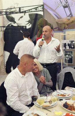 Игорь Крутой и Лайма Вайкуле с мужем Андреем