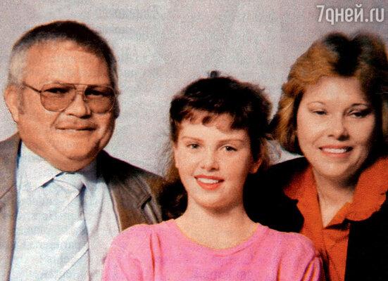 Со своими родителями Гердой и Шарлем (в его честь поиронии судьбы была названа дочь Шарлиз). 1989 г.