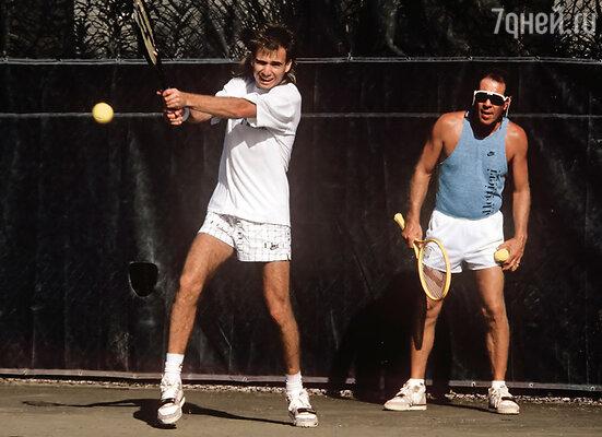 Теннис принес Агасси миллионы, но он занимался им из-под палки. В теннисной академии США. Флорида, 1988 г.