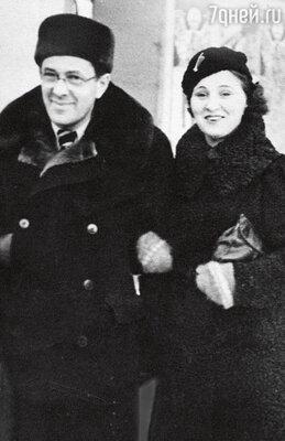 «Коша когда-то была актрисой, новлюбилась в Эмиля Теодоровича истала его ассистенткой. Со временем уних родился сын Эмиль»