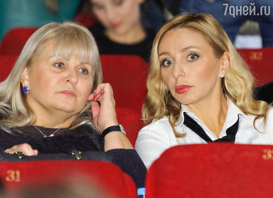 Татьяна Навка с мамой Раисой Анатольевной на премьере фильма «Сталинград»