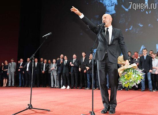 Когда все гости собрались в зале, Федор Бондарчук произнес вступительную речь