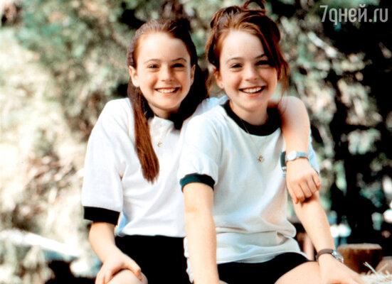 В фильме «Ловушка для родителей» 11-летняя Линдсей Лохэн исполнила роли обеих близнецов. 1998 г.
