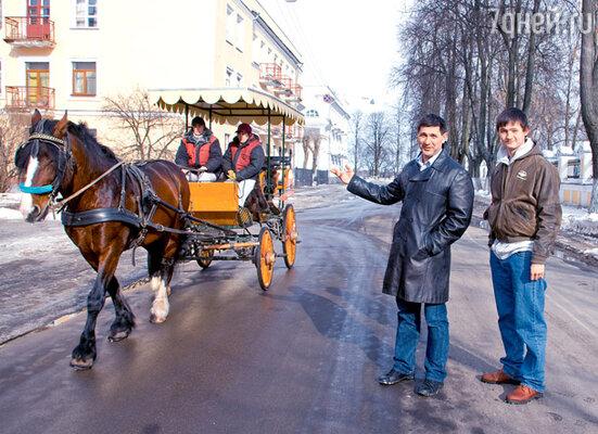 Сергей Пускепалис с сыном Глебом на прогулке в Ярославле