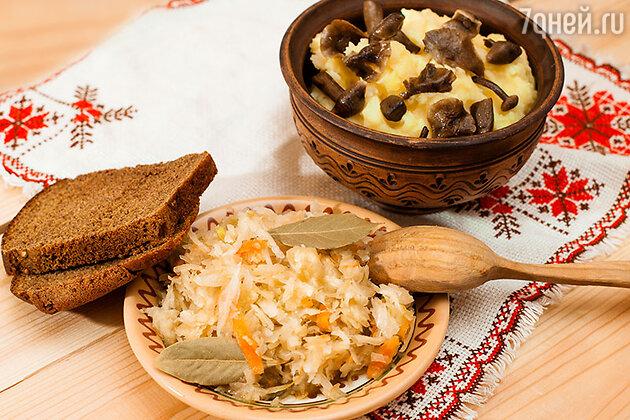 Картофельное пюре с солеными грибами и квашеная капуста
