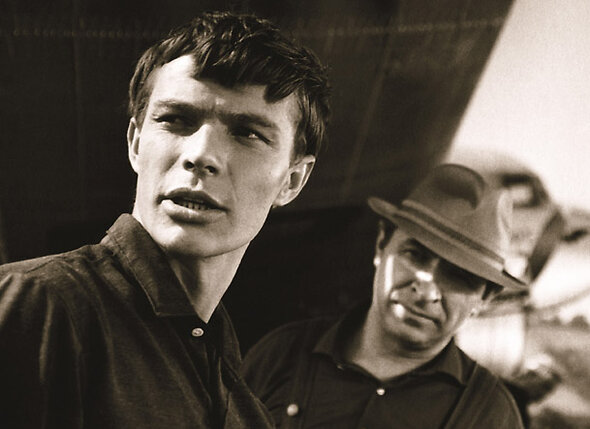 В 1965 году я снимался в Адлере в картине «Иду на грозу» с Евгением Лебедевым. Там я чуть было не утонул