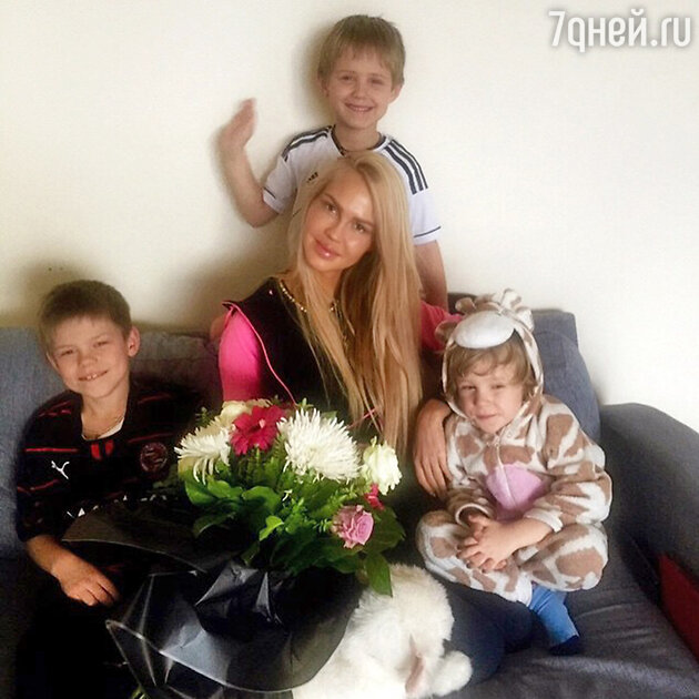 Мария Погребняк с детьми