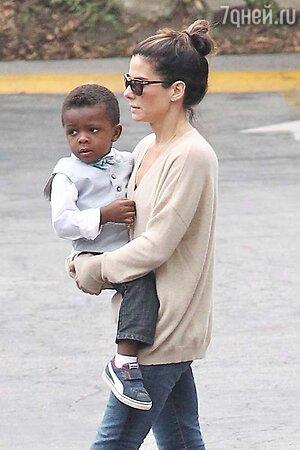 Сандра Буллок с сыном Луи