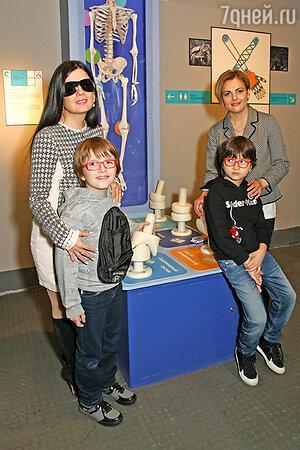 Диана Гурцкая привела сына и племянника на открытие нового музея