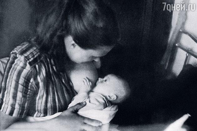 Нонна Мордюкова с новорожденным Володей