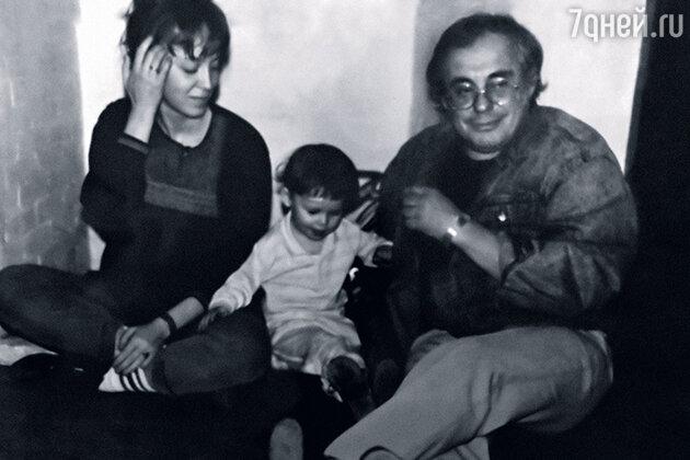 Мама Светлана Сергиенко и папа Марк Розовский были вместе дома и на работе