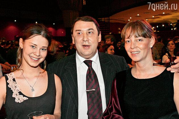 Александра Розовская с мамой и отчимом — бывшим министром экономики Андреем Нечаевым