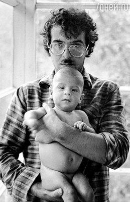 Андрей с маленьким Ваней Ургантом. 1978 г.