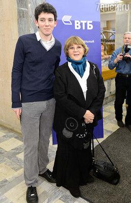 Алла Сурикова с внуком Иваном