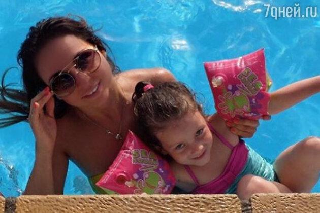 Виктория с дочкой Элиной