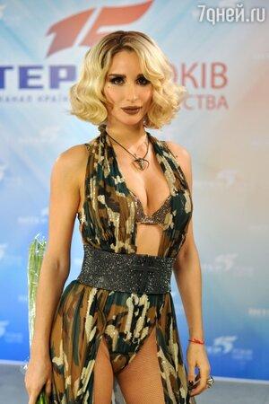 25 ноября состоялась премьера нового видео украинской певицы Светланы Лободы на песню «Город под запретом»