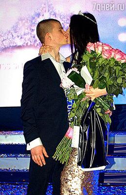 Эльмира Абдразакова с бойфрендом Гошей