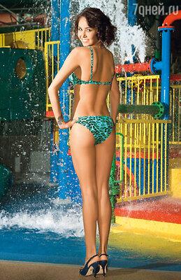 Для Ляйсан Утяшевой важно, чтобы бикини были не только смелыми, но и яркими.  На Ляйсан купальник Blugirl (Эстель Адони)