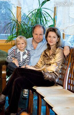 «Мне повезло, я встретил Лену. Но… я был женат и у меня рос маленький сын!»
