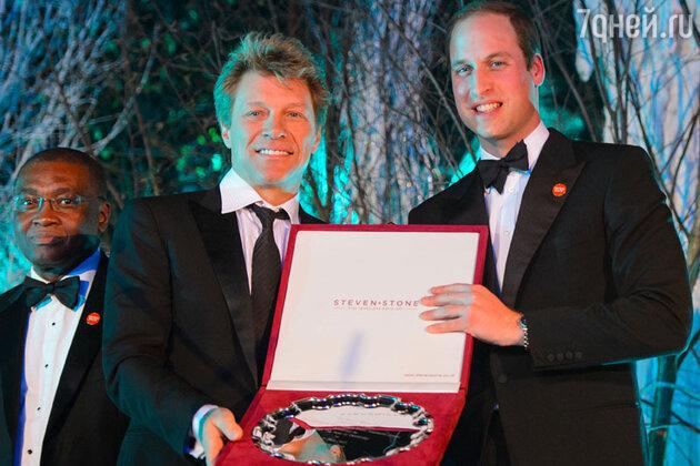 Принц Уильям произнес трогательную речь перед собравшимися и вручил Джону Бону Джови благотворительную награду