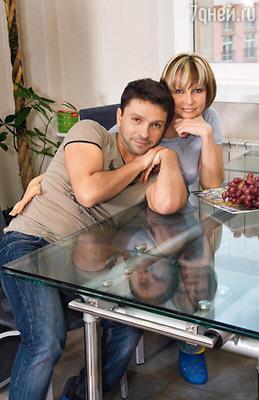 С женой актрисой Анной Касаткиной