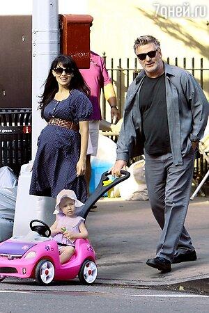 Алек Болдуин с женой и дочерью