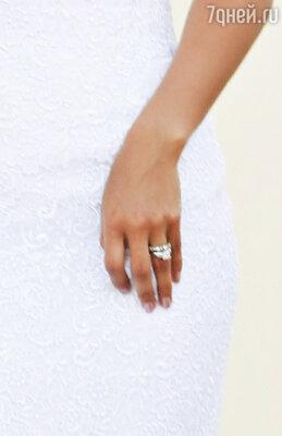 Кольцо с бриллиантами Лоренцо подарил невесте, когда делал предложение