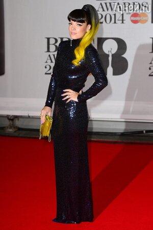 Лили Аллен в платье от Norrell и с сумочкой от Chanel на церемонии BRIT Awards-2014