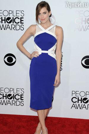 ������� �������  (Allison Williams)  �  David Koma �� 40-� ��������� �������� ������ People's Choice Awards 2014