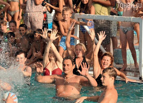Александр Домогаров возглавил актерскую команду во время матча по водному поло