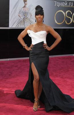 Крайне необычное, а потому довольно сомнительное для мероприятия такого высокого уровня, как «Оскар», платья выбрала Келли Роуленд