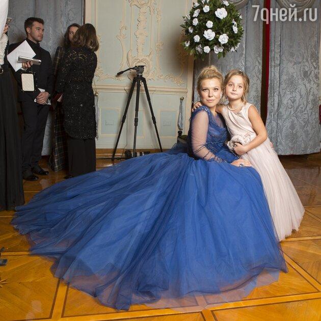 Анна Максакова с племянницей