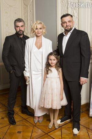 Полина Гагрина, Дмитрий Исхаков, Баста с дочкой Машей