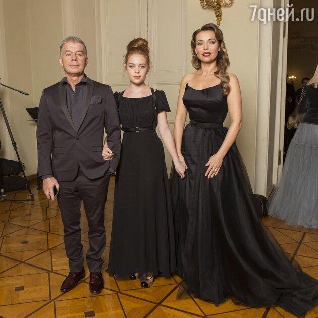 Олег Газманов с женой Мариной и дочкой Марианной