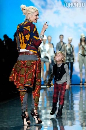 В 2005 году Гвен Стефани дебютировала на Неделе моды в Нью-Йорке