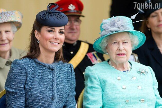 Говорят, что королева Елизавета II недовольна Кейт Миддлтон
