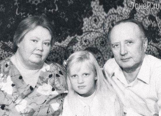 «Пока мама устраивала свою личную жизнь, меня воспитывали бабушка с дедушкой»