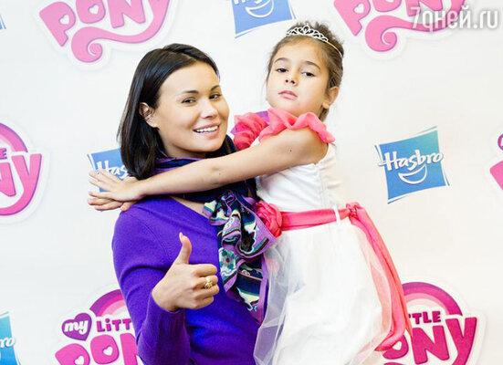Анастасия Кочеткова с дочкой Машей
