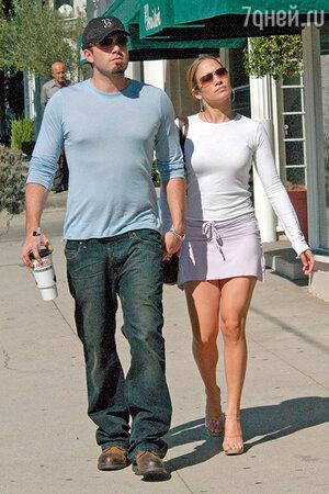 Истинную любовь испытания только укрепляют. После серьезной ссоры и отмены объявленной свадьбы Джен и Бен снова вместе. 13 октября 2003 г. Лос-Анджелес