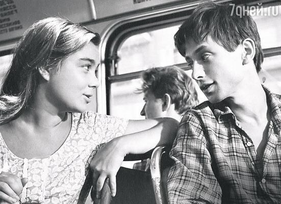 Олег даль с Ниной Дорошиной в фильме «Первый троллейбус». 1963 год