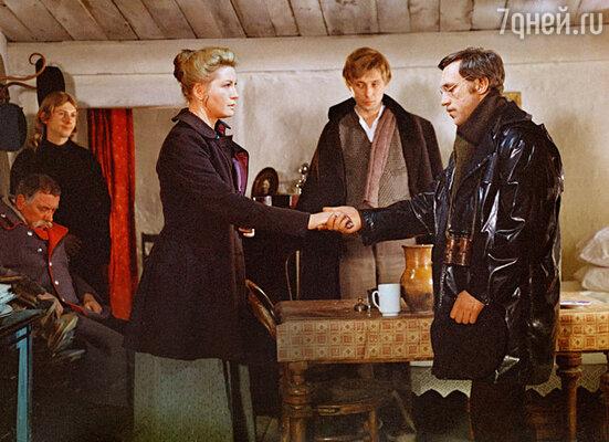 Олег Даль Владимиром Высоцким иЛюдмилой Максаковой в фильме «Плохой хороший человек». 1973 год