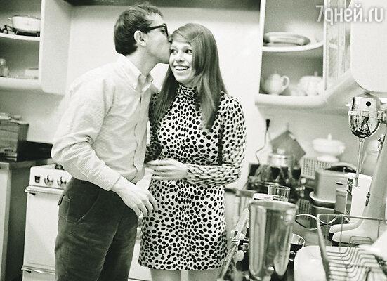 С женщинами Вуди по-прежнему не везло — его второй брак, с театральной актрисой Луизой Лассер, едва продержался 3 года