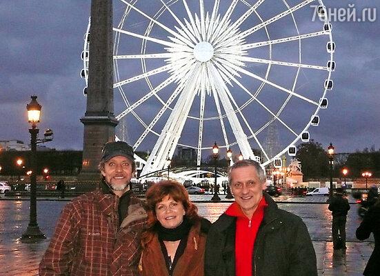 Андрей Букин, Наталья Бестемьянова и Игорь Бобрин на площади Конкорд в Париже