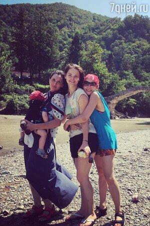 Елизавета Боярская с друзьями